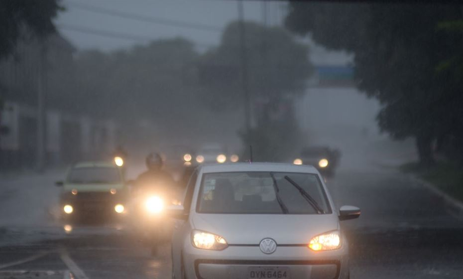 Chove torrencialmente e Defesa Civil do Recife emite alerta para áreas de risco | Folha PE