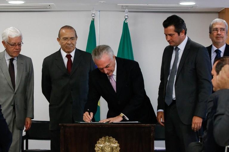 Decreto moderniza e dá segurança jurídica para investimentos em portos | Palácio do Planalto
