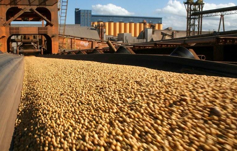 Balança comercial tem superávit de US$ 997 milhões | Portal Brasil
