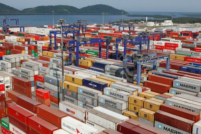 Saldo comercial da 2ª semana de maio é positivo em US$ 2 bi | Portal Brasil