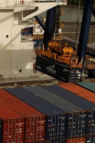 Movimentação de cargas cresce em portos e ferrovias | A Tribuna