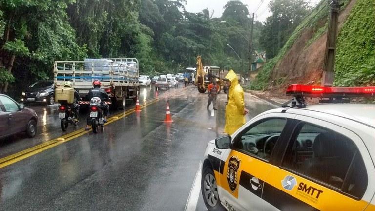 Forças Armadas apoiam população em áreas atingidas por chuvas | Portal Brasil