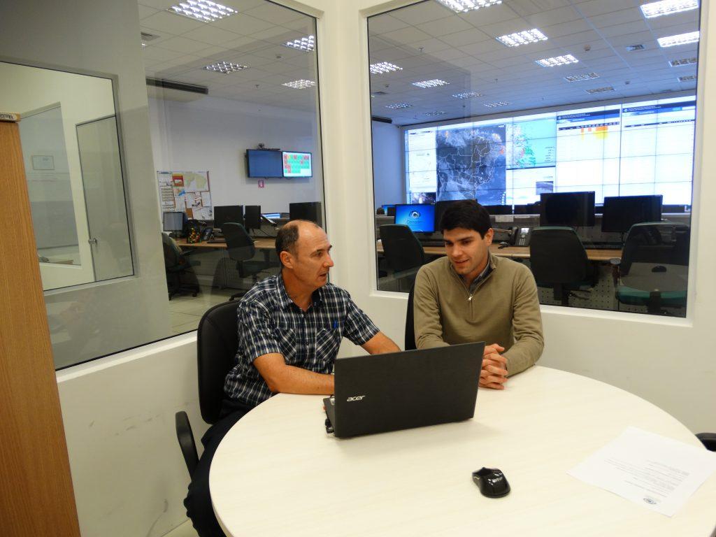 Cemaden inicia intercâmbio técnico-científico com o Paraguai na área de redução de riscos de desastres | Cemaden