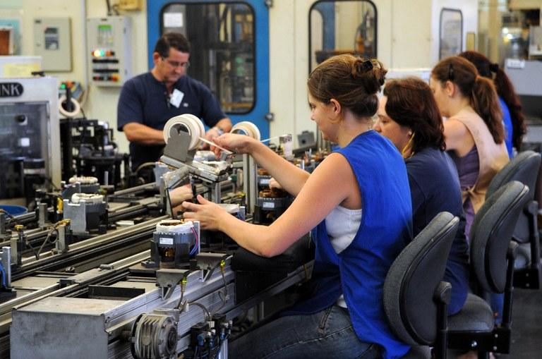 IBGE: produção industrial sobe em dez regiões das 14 pesquisadas | Portal Brasil
