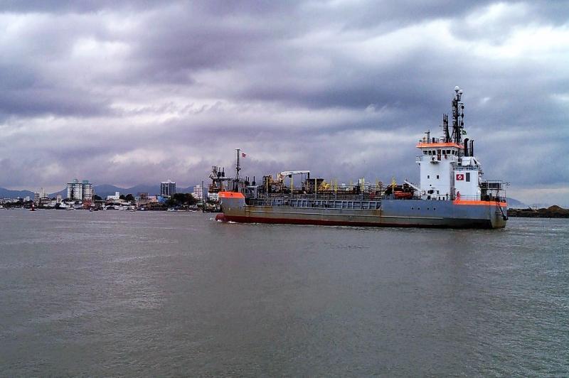 Nova draga chega para apoiar operação de aumento do calado no Porto de Itajaí | PMI