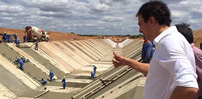 CEARÁ: Governador Camilo Santana acompanha obras da Transposição do Rio São Francisco e do Cinturão das Águas